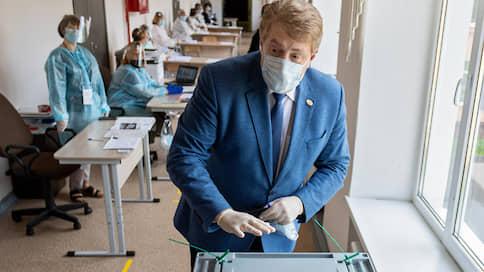 Единороссы помогли конкурентам Рустама Минниханова  / Кандидаты в президенты Татарстана сдали документы на регистрацию