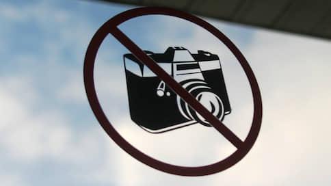 Наблюдателю выключили камеру  / Члена УИК оштрафовали за попытку видеосъемки на избирательном участке