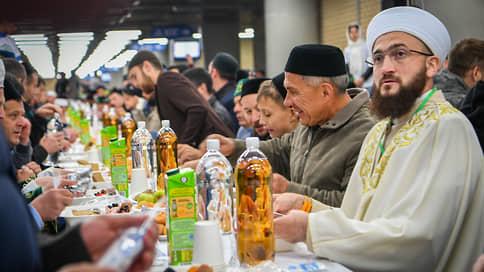 Татарстан профинансирует на 3 млн рублей организацию республиканского ифтара // На нем ДУМ планирует собрать 5 тысяч мусульман