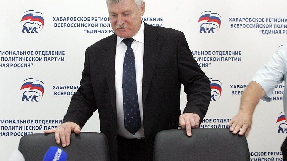 Сергей Хохлов вдруг решил, что усидеть на двух руководящих креслах в Хабаровском крае уже не сможет
