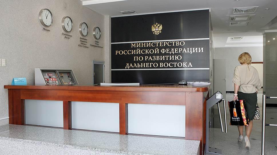 Таблички с названиями подразделений Минвостокразвития к середине весны разойдутся по трем городам