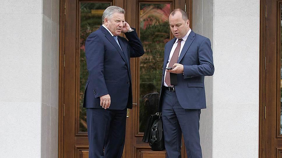 Вячеславу Шпорту (слева) будет проще контактировать с внешним миром, если руководитель его службы протокола Вячеслав Дианов (справа) будет министром