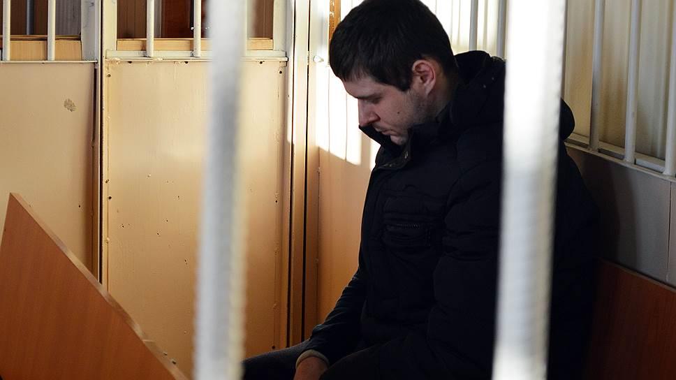Перед расстрелом прихожан Степан Комаров размещал в соцсетях селфи с оружием и депрессивные заметки