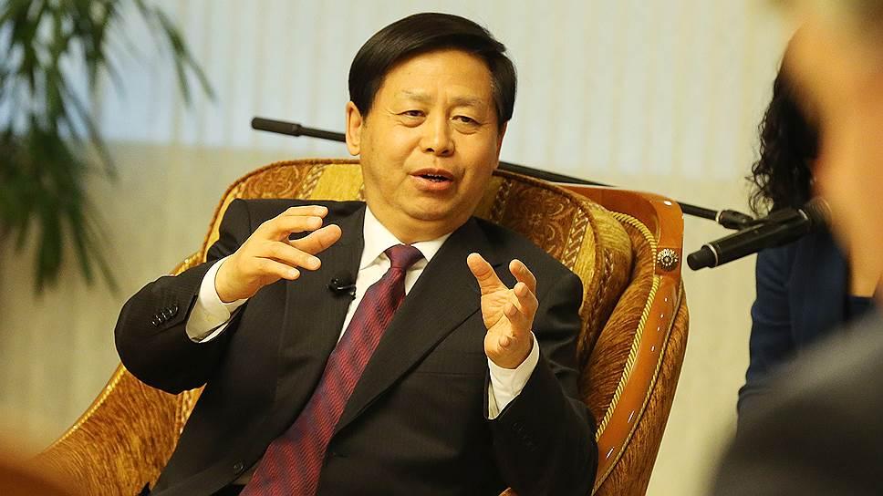 Секретарь КПК провинции Хэйлунцзян Ван Сянькуй хочет возить через границу у Хабаровска и людей, и грузы