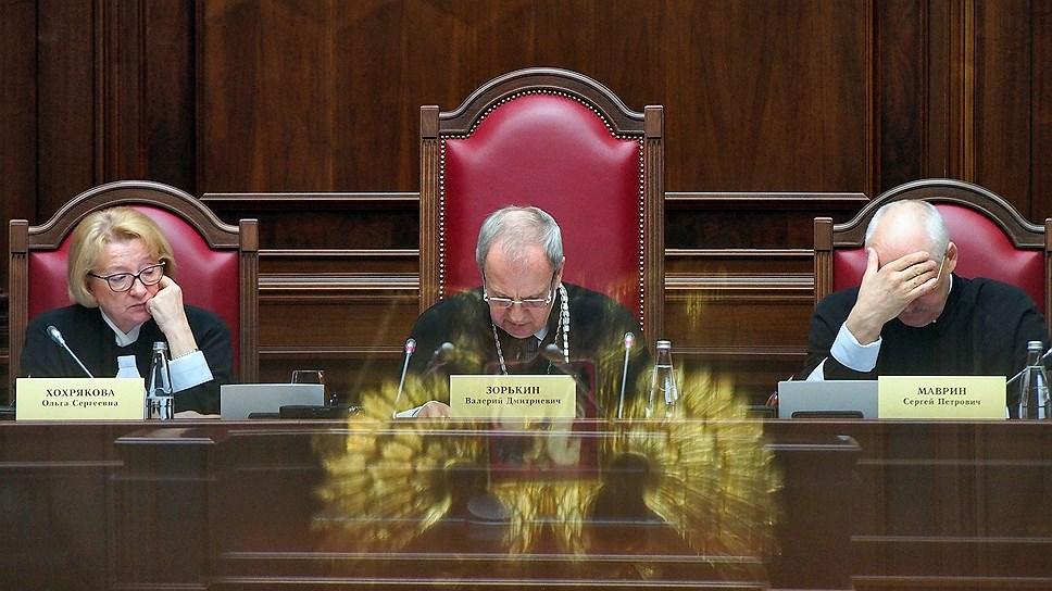 Юристы называют туманными перспективы рассмотрения дела Конституционным судом