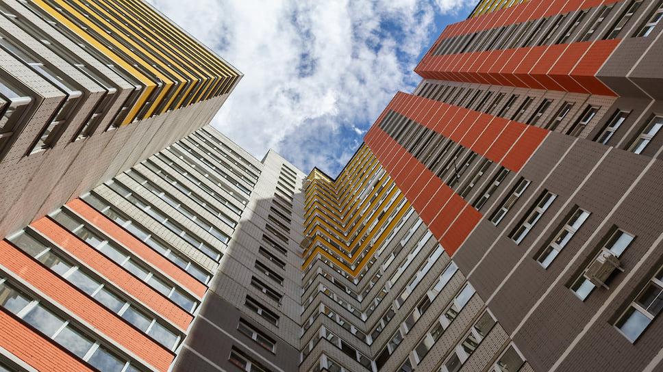 Согласно проектной документации, подписанной Игорем Головкиным, втрех домах 17-е этажи изтехнических стали нежилыми