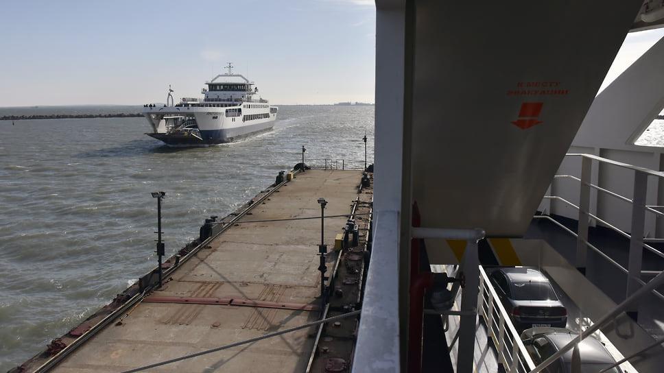 Мост прикрыл паром в Крым / Прекращена работа Керченской переправы из-за отсутствия спроса