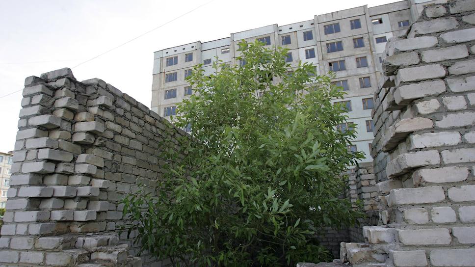 Срок сдачи ЖК «Каскад» был запланирован на 2015 год, однако работы не завершены до сих пор