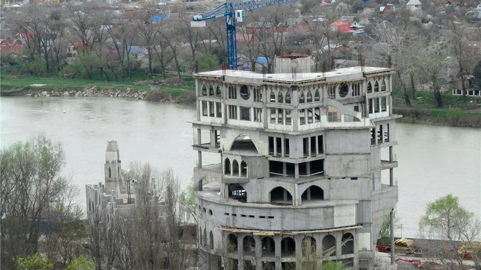 Власти пришли в «Замок» / Мэрия Краснодара предлагает выкупить недостроенный объект в парке 30-летия Победы за бюджетные деньги