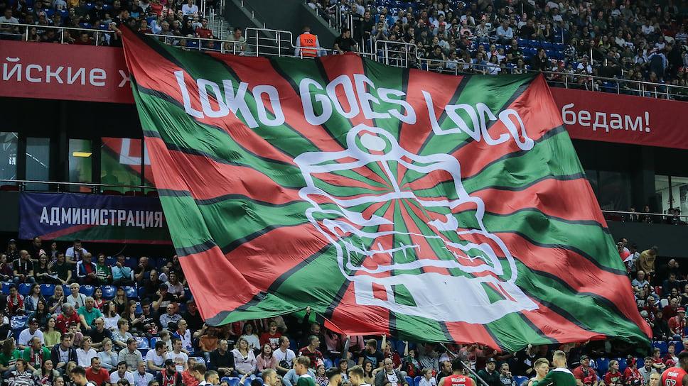 Трибуна фанатов «Локо» вывешивает самый большой банер в поддержку команду перед матчем.
