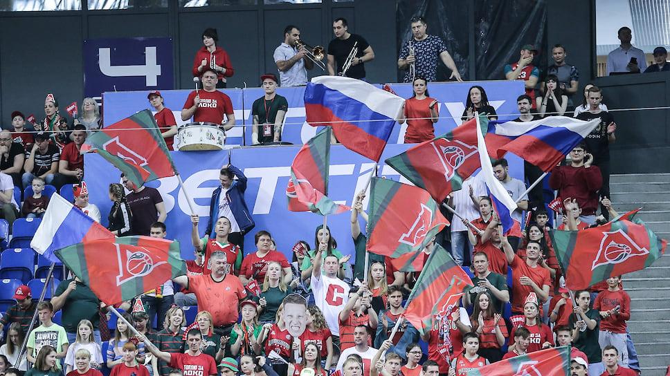 Фанаты «Локо» поддерживают команду в каждой секунде матча.