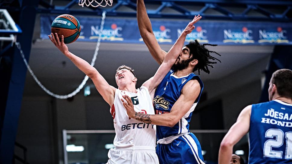 Юный Григорий Мотовилов неудержим. Краснодарский баскетболист установил личный рекорд результативности в матче.