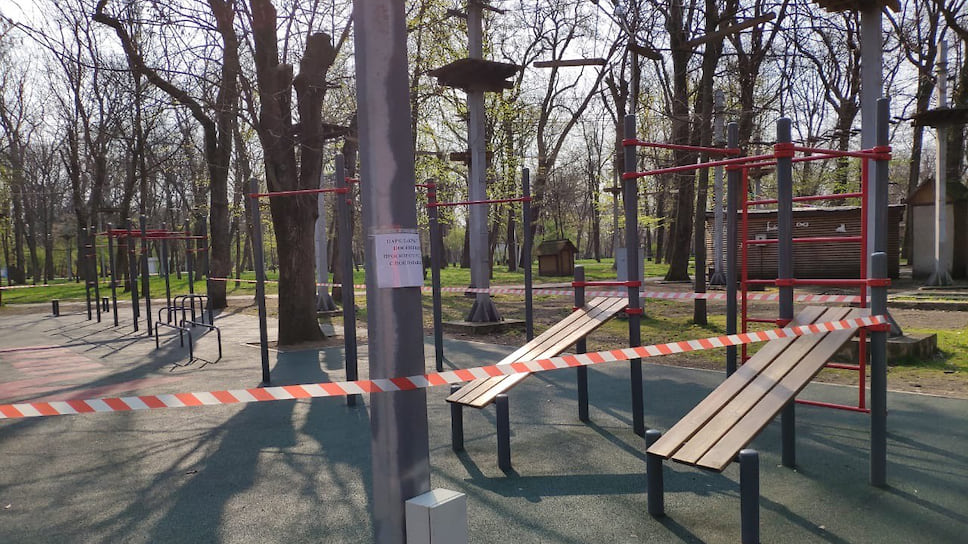 В Краснодаре закрыты для посещения все муниципальные, ведомственные и частные парки и скверы, а также детские и спортивные площадки.