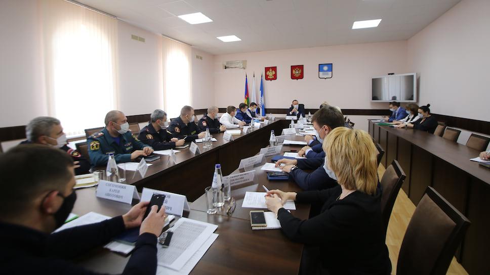 Глава Геленджика Алексей Богодистов проводит заседание городского оперативного штаба по недопущению распространения коронавируса