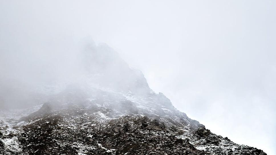 """Высота горы """"София"""" составляет 3637 метров. Гора привлекает туристов и альпинистов со всей страны"""