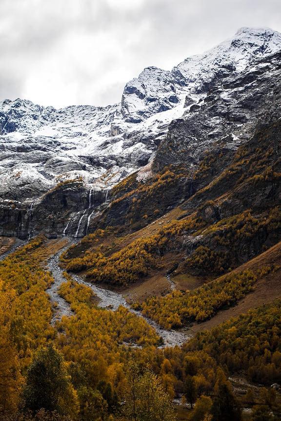 В Архыз можно ездить  в любое время года, однако необходимо учитывать, что зимой здесь очень холодно. В основном, в это время года в Архыз ездят лыжники
