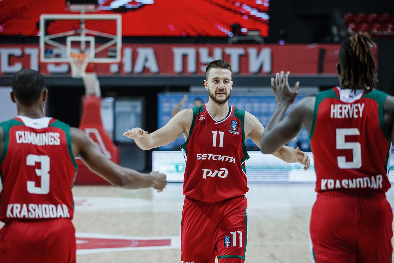 С этого сезона капитан команды – россиянин Станислав Ильницкий