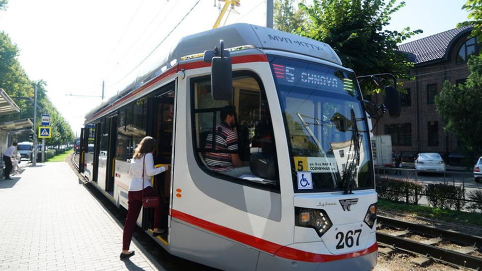 Пандемия коронавируса не сказалась на контракте мэрии Краснодара с производителем трамваев – заводом в Усть-Катаве. В мае первая в 2020 году партия из десяти трамвайных вагонов поступила в краевой центр.