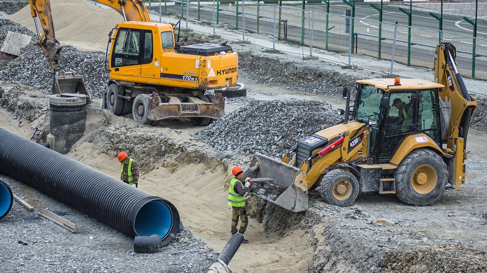 В ходе строительства будет смонтировано более 55 км внутриплощадочных инженерных сетей, из которых: 7 км различных трубопроводов, 48 км различных кабельных линий. Совместно с сетями подрядчик выполняет работы по устройству бетонных камер для сетей вентиляции.