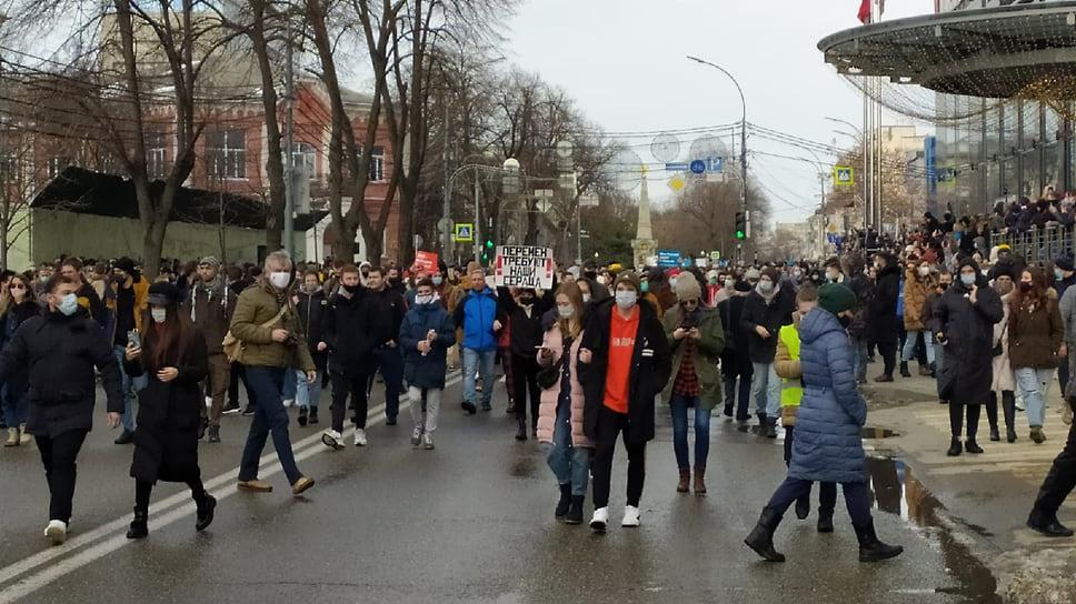 Шествие по улице Красной