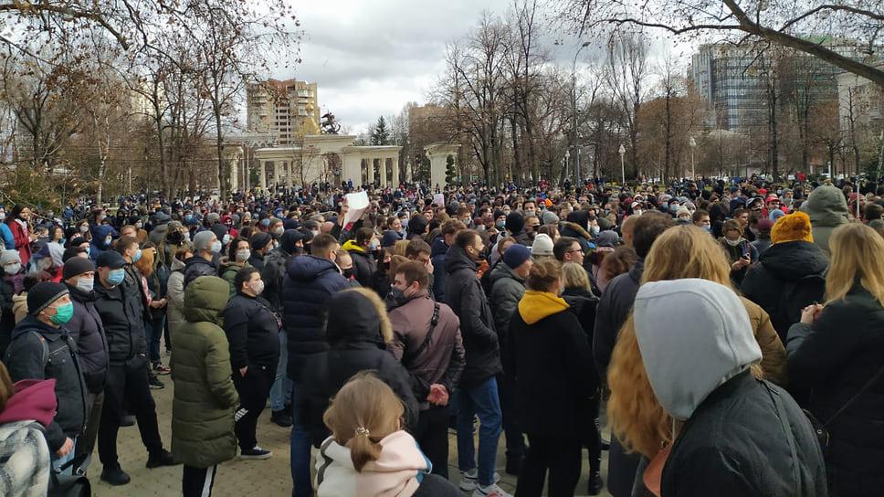 Количество митингующих по сравнению  с прошлой субботой уменьшилось практически в два раза
