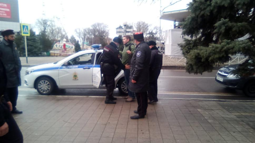 В Анапе полицейские проверяли у людей документы