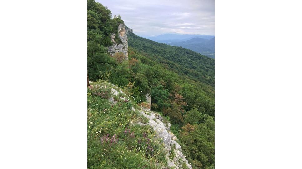 Через плато проходил Всесоюзный туристский маршрут № 30, ныне «Эколого-туристический маршрут 1».