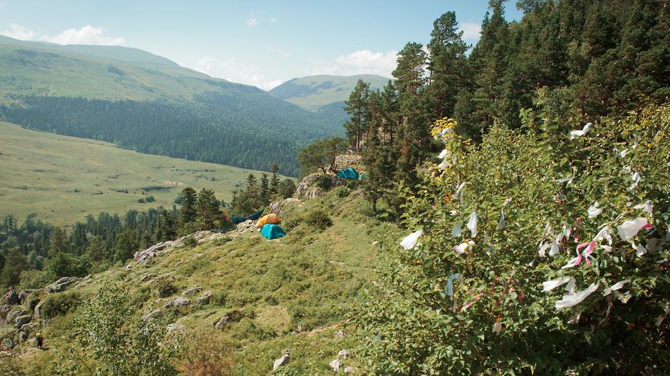 Сейчас туристы, которые приходят в заповедник, живут в палатках