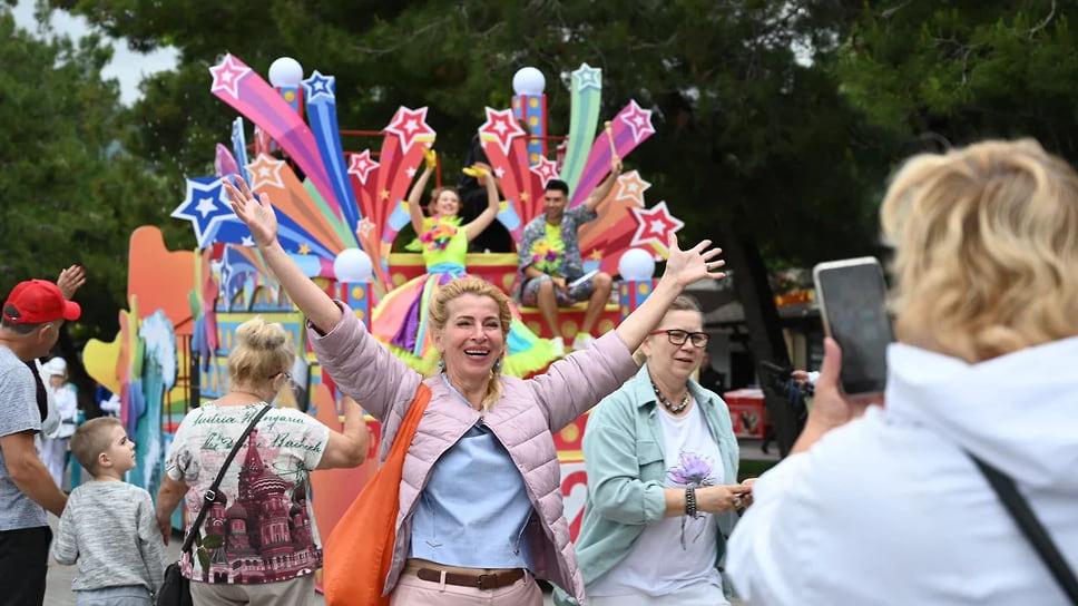 5 июня  на улицах курорта работали более 500 артистов и 10 тематических локаций