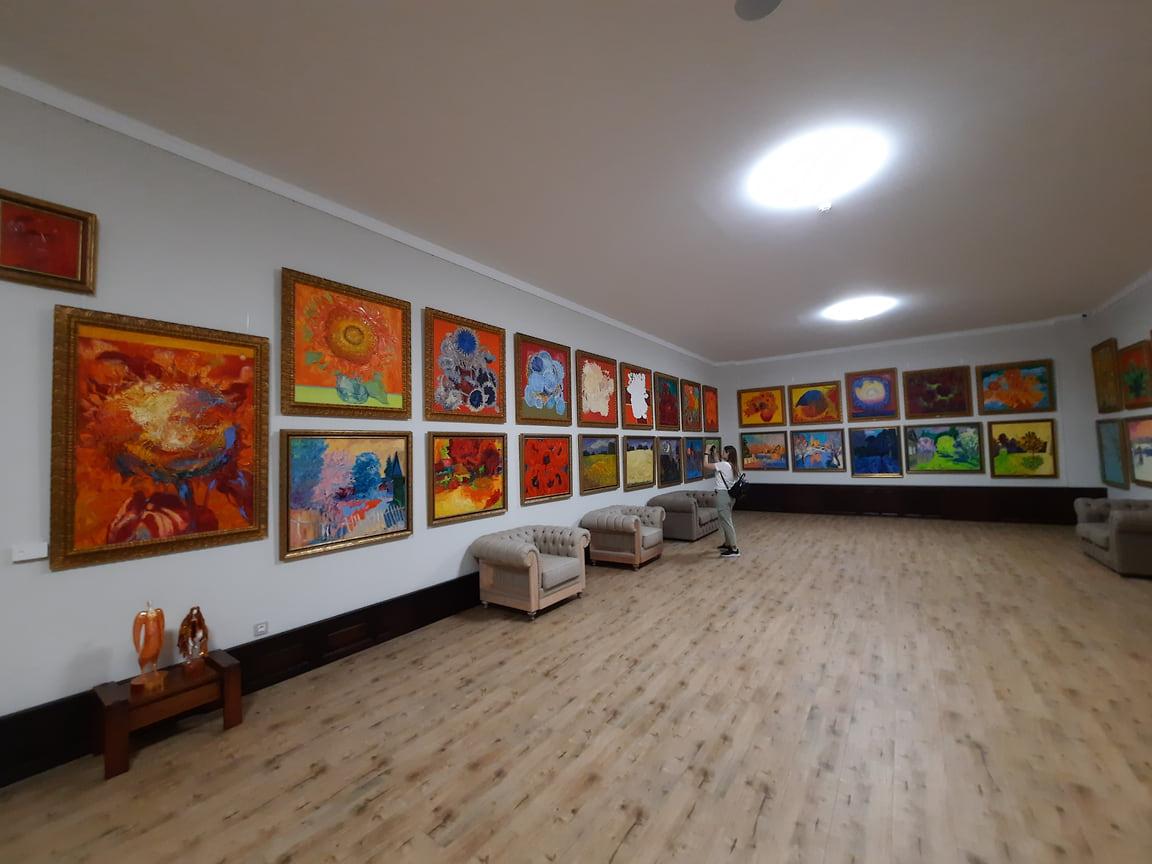 По словам господина Алексеева, определяющим фактором при подборе произведений стали его личные симпатии