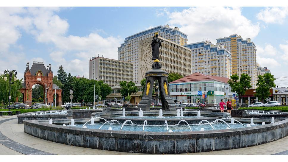 Памятник Святой Великомученице Екатерине - покровительнице города установлен в 2009 году. Авторы памятника - московские скульпторы-супруги Виталий Шанов и Дарья Успенская.