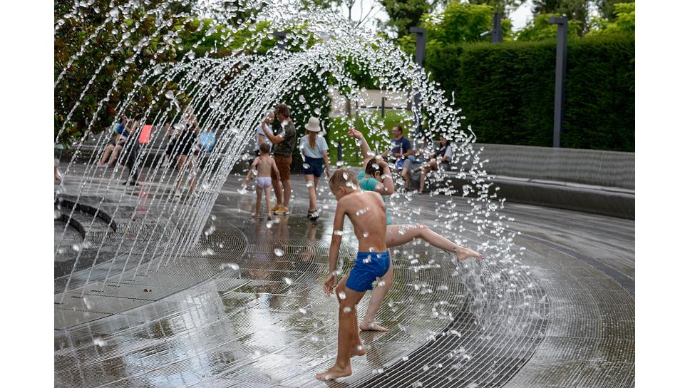 Спасительные водяные арки фонтана «Кратер» в парке Галицкого