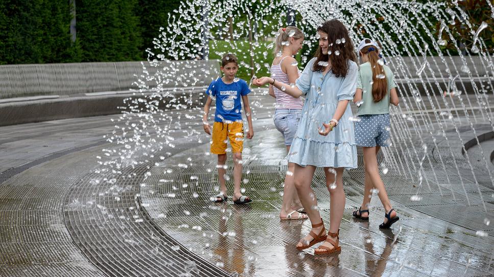 Фонтан «Кратер» в парке Галицкого