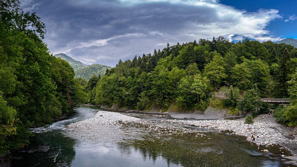 Река Молчепа — один из притоков реки Белой. Длина Молчепы — 17 км, свое начало река берет возле южной границы Адыгеи
