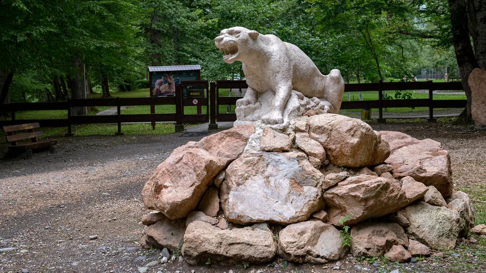 Скульптура леопарда на кордоне Гузерипль была установлена в 2019 году вместе с запуском нового экологического маршрута «Тропа леопарда». Это маршрут протяженностью около 2 километров по традиционному ареалу обитания леопарда. Тропа не оборудована, но пройти ее сможет каждый желающий.