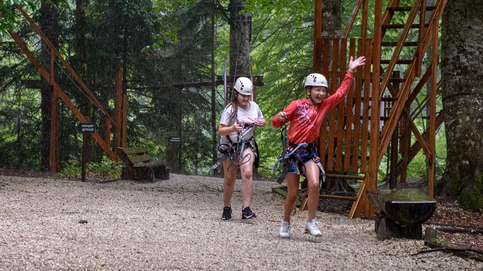На территории заповедника есть веревочный парк с протяженностью маршрутов более тысячи метров. Это отличная возможность почувствовать себя настоящим экстремалом
