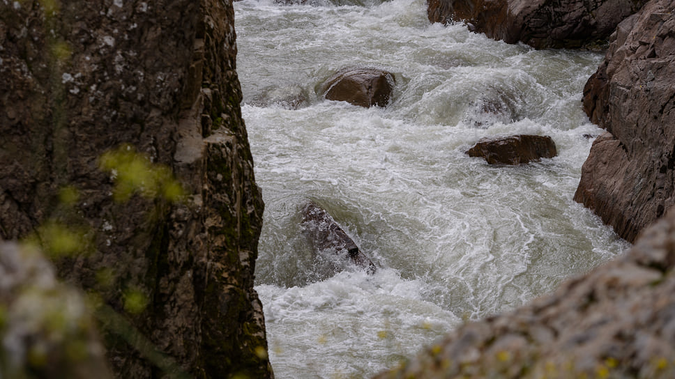 Каньоны реки Белой — излюбленное место для рафтинга, для участия в сплаве не нужно серьезной подготовки. В поселке есть клуб рафтинга, где можно организовать незабываемое приключение