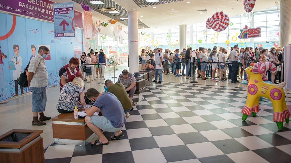 Краснодар, ТРЦ СБС-Мегамолл, 30 июня, 10:20. Обстановка в очереди в целом спокойная