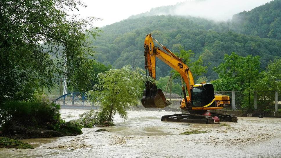 5 июля, Сочи. В Кепше размыло единственную дорогу, ведущую к селу, в котором живут 280 человек. К населённому пункту организован подвоз питьевой воды и продуктов питания