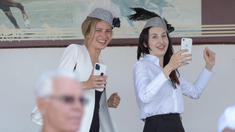 На ипподроме традиционно проводятся конкурсы шляпок