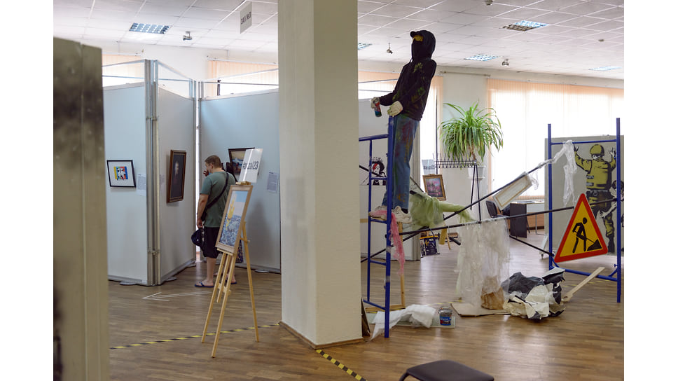 Порой картины продаются вместе со стенами, на которых были нарисованы