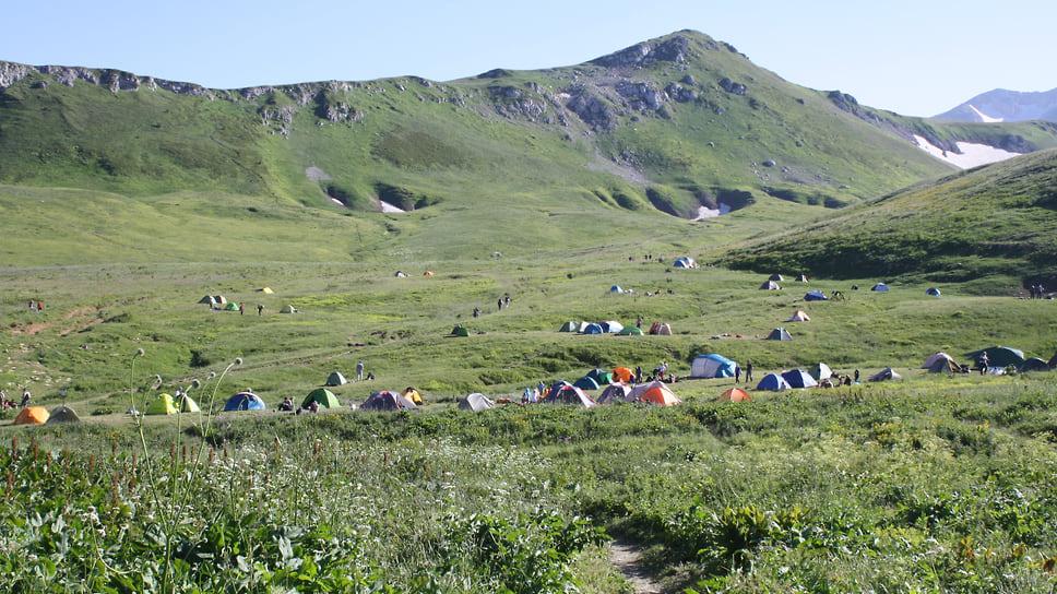 Палаточный лагерь у приюта Оштен