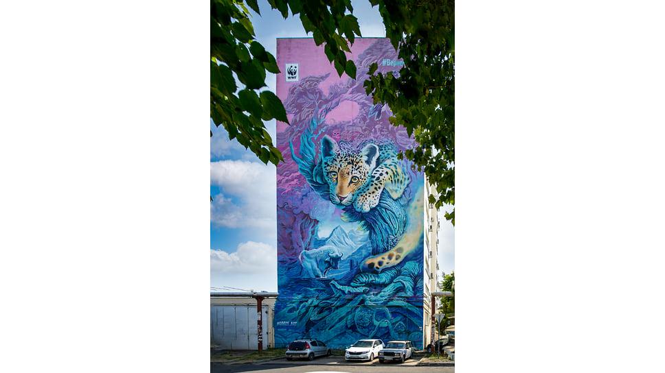 Ул. Ставропольская, 184. 30-метровое граффити «Вернем Лео», появившееся в конце 2018 года — проект известного краснодарского художника Георгия Куринова для международного фонда дикой природы