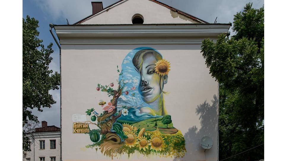 Ул. Красная, 206/Офицерская, 46. Граффити «Девушка с подсолнухами» - еще одна работа Георгия Куринова, появившаяся в 2013 году