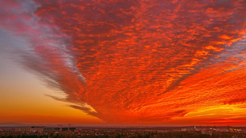 Закат солнца в Краснодаре с видом на поселок Яблоновский. Март 2014 года