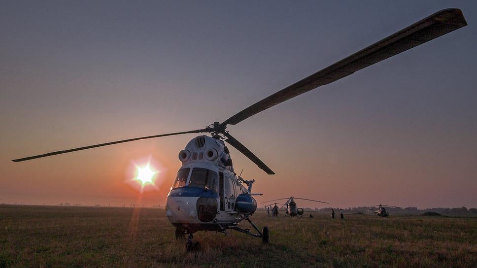 Республика Адыгея. Аэропорт ДОСААФ в поселке Энем. Стоянка учебных вертолетов МИ-2. Раннее утро. Июль 2007 года
