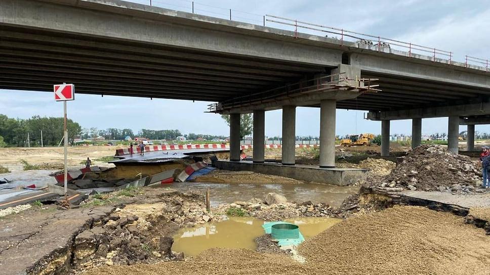 Август 2021 г. Водный поток разрушил участок федеральной трассы «Новороссийск-Керчь» вблизи села Цибанобалка