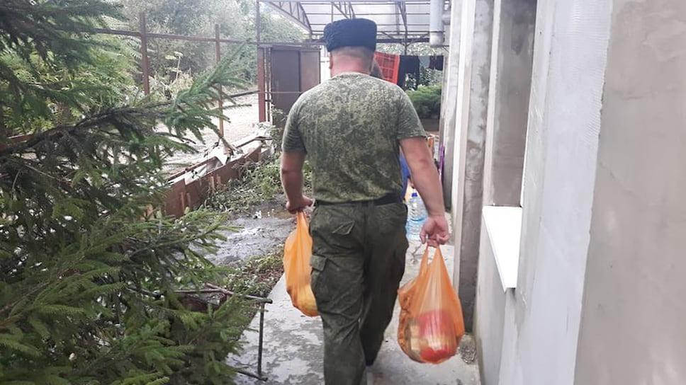 Август 2021 г. Пострадавшим от подтопления анапчанам выдают гуманитарную помощь