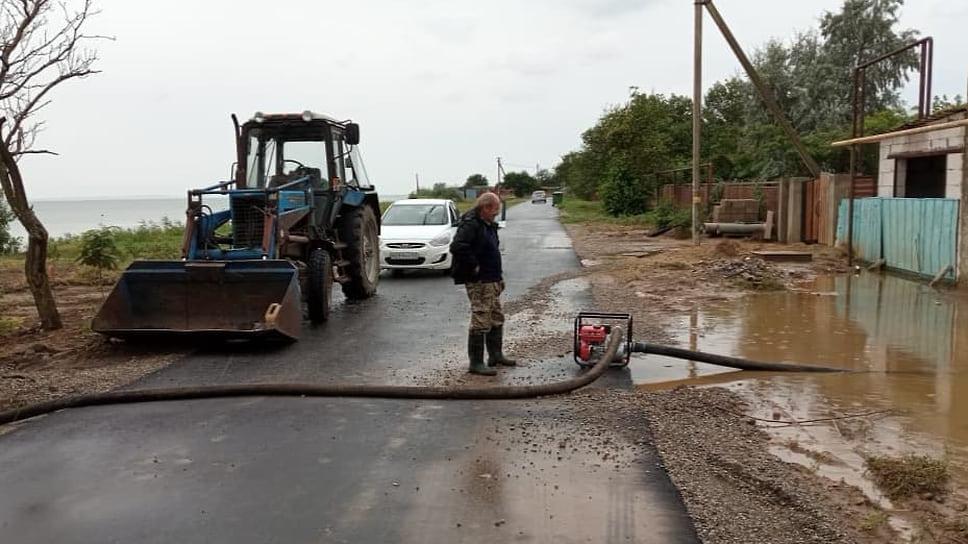 Август 2021 г. Работа по откачке воды и расчистке территорий в Темрюкском районе