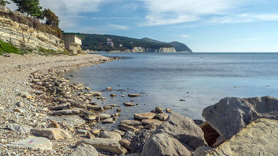 Берег Черного моря в пос. Дивноморское, Геленджик. Ноябрь 2018 года